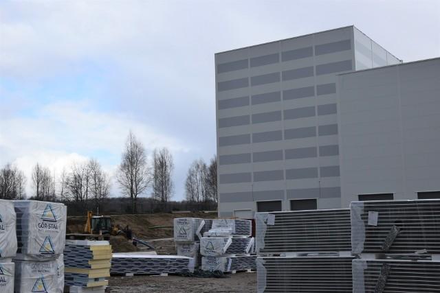 Do budowy nowego zakładu Perla Polska zużyto już 400 ton stali i 60 000 m3 betonu.