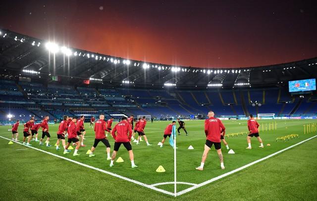 Trening Turków w czwartkowy wieczór i zachód słońca nad Stadio Olimpico