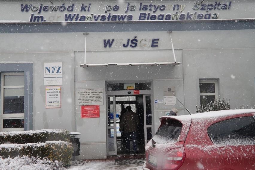 29-01-2020 lodz .koronawirus w lodzi w szpitalu im. bieganskiego przy ul . kniazewicza na oddziale zakaznym przebywaja pierwsi chorzy podejrzani o zakarzenie tym wirusemfot. grzegorz galasinskidziennik lodzki/polska press *** local caption *** szpital , bieganski , kronawirus, epidemia choroba oddzial , zakazny