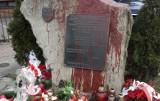 Pomnik żołnierzy NSZ w Milówce oblany czerwoną farbą. IPN i policja szuka sprawcy dewastacji pomnika