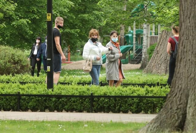 Obowiązek noszenia maseczek został wprowadzony przez rząd w połowie kwietnia.
