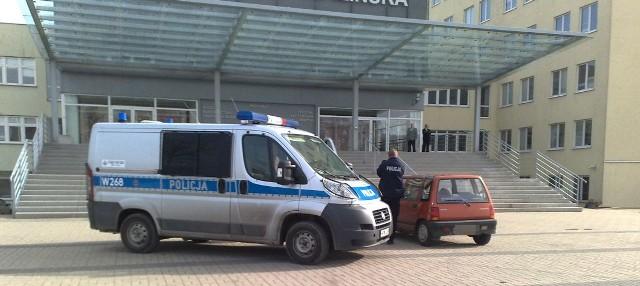 Przed Politechnikę Koszalińską przy ul. Śniadeckich przyjechała m.in. policja.