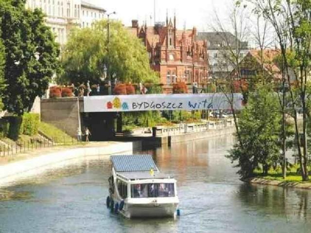 Dziś w Bydgoszczy ciepły, słoneczny i bezchmurny dzień.