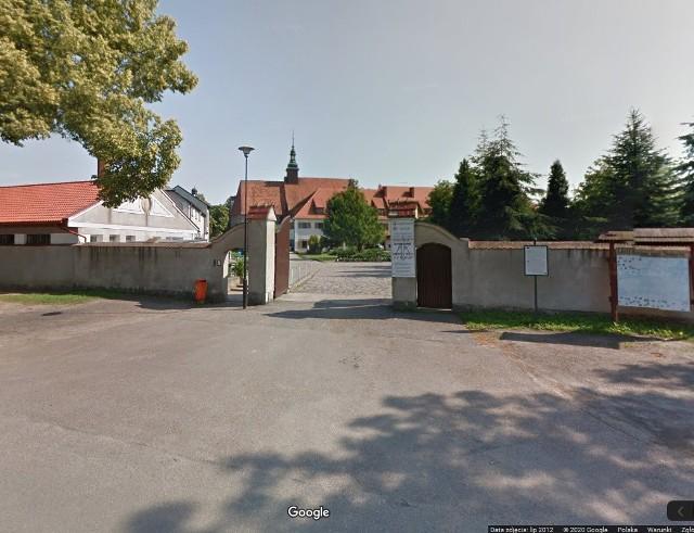 W dniach poprzedzających pobyt w szpitalach kobieta była m.in. na pielgrzymce w Górce Klasztornej.