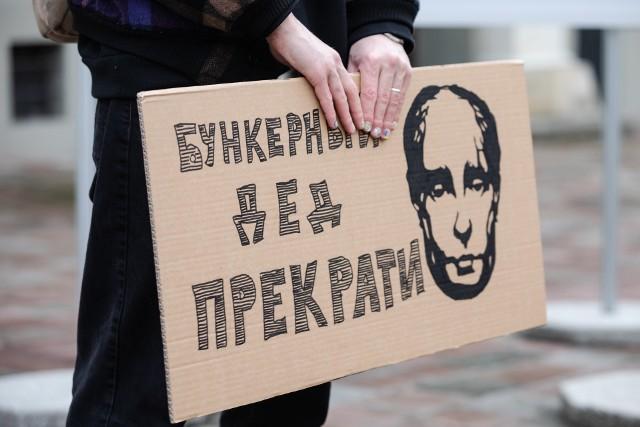 Uwolnić Nawalnego! Pod takim hasłem demonstrowano przed ambasadą Rosji w Warszawie oraz w Krakowie [FOTO]. Wielkie protesty w całej Rosji