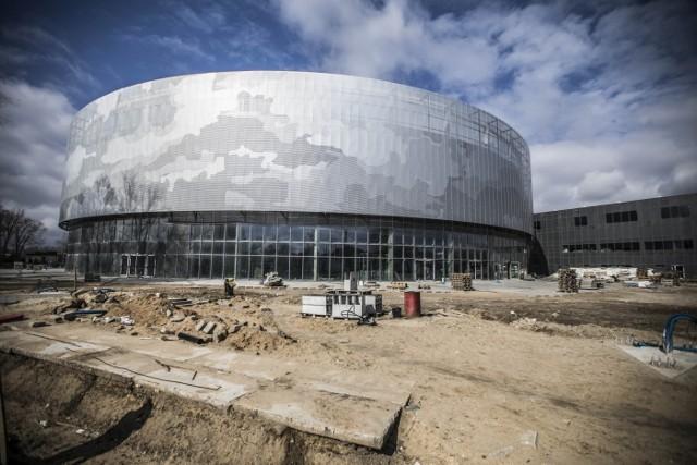 Na razie nie wiadomo, kiedy będzie skończona budowa hali i stadionu przy ulicy Struga. Po problemach z podpisaniem umowy na prace ośrodek sportu szuka nowego wykonawcy.