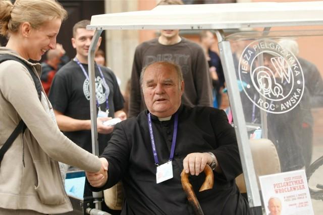"""Ksiądz """"Orzech"""" uczestniczy we wrocławskich pielgrzymkach od 37 lat"""