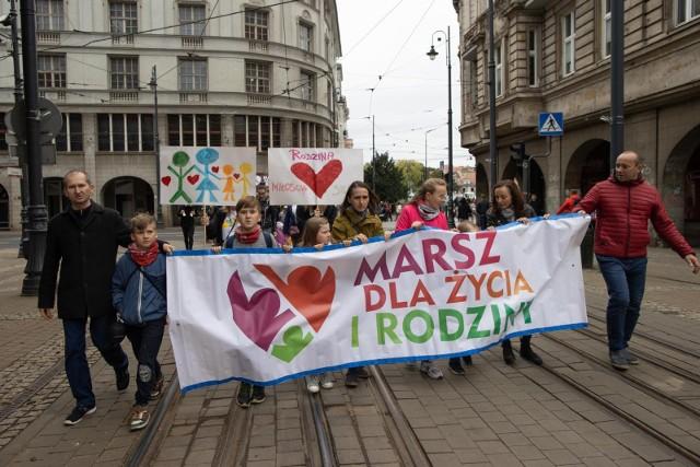 Marsz dla Życia i Rodziny 2021 w Bydgoszczy. Zdjęcia z wydarzenia zamieszczamy w galerii