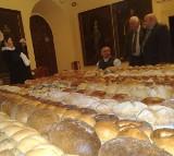 Najazd poetów na zamek w Brzegu. Trwa misterium chleba