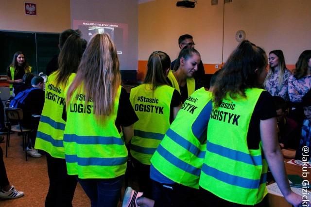 Dni kariery w Staszicu to sukces wszystkich uczniów oraz ich nauczycieli  - doceniany także w kraju. Za ubiegłoroczne działania szkoła uzyskała tytuł laureata na arenie ogólnopolskiej. W tym roku imprezę przygotowywało 150 uczniów i 19 nauczycieli.