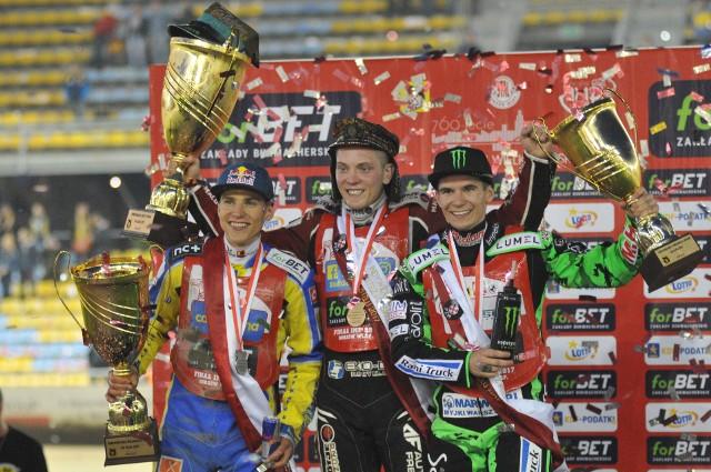 Podium finału IMP 2017, stoją od lewej: Przemysław Pawlicki, Szymon Woźniak, Patryk Dudek.