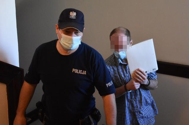 Podpalacz z Czerwionki-Leszczyn przed sądem. Rafał T. podłożył ogień w familokach
