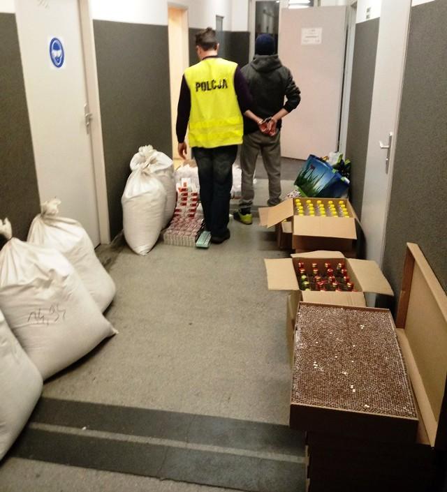 Papierosy, tytoń i alkohol były przechowywane w budce handlowej przy jednym z przystanków na Polesiu.