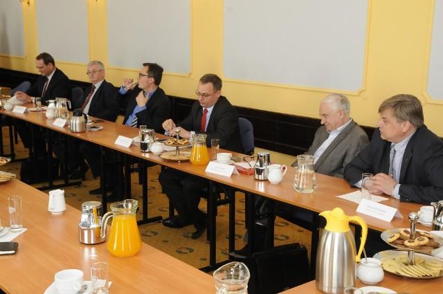 """Debata kandydatów (25 kwietnia 2014 r.) zorganizowana przez """"Gazetę Pomorską"""" i Lożę bydgoską BCC"""