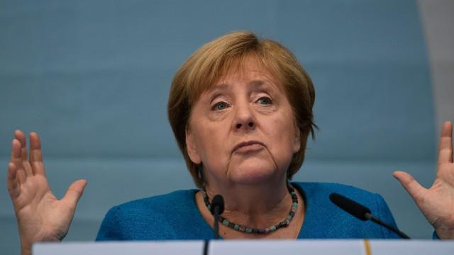 Angela Merkel po 16 lata żegna się z fotelem kanclerza.