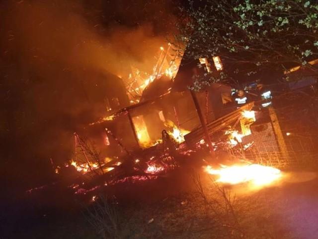 Rodzina ze Starego Kurowa w pożarze straciła wszystko. Po ich domu została tylko kupa gruzu