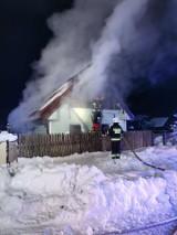 Michałowo. Pożar domu jednorodzinnego przy ulicy Polnej. W akcji brały udział jednostki z Białegostoku (zdjęcia)