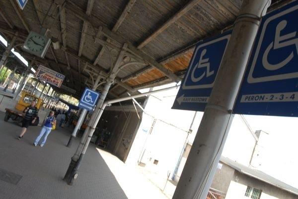 """Przedstawiciele spółki przyznają, że taka sytuacja nie powinna mieć miejsca. Jak mówią, pociąg Regio relacji Poznań – Szczecin był """"zapełniony w stopniu umożliwiającym zajęcie miejsca wewnątrz składu""""."""