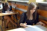 """Egzamin gimnazjalny 2012. """"Zemsta"""" na teście z polskiego, więcej historii niż wos-u"""