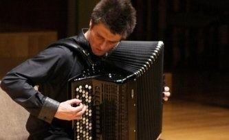 Piotr Zarzyka, zdolny akordeonista.