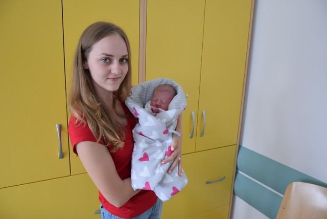 Maria Rostkowska, córka Anny i Kamila z miejscowości Stylągi przyszła na świat 19 lipca. W chwili urodzin wązyła 3360 g i mierzyła 55 cm. Na zdjęciu z ciocią Hanią.