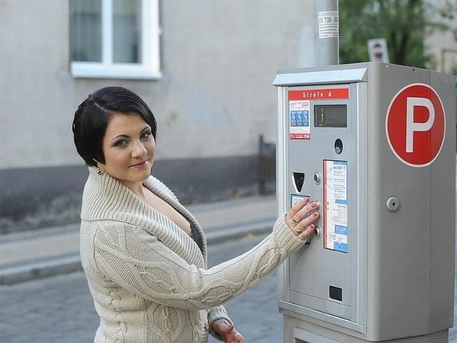 Paulina Ryszka cieszy się z tego, że przez kilka dni będzie w Opolu parkować za darmo. Zadowolonych znajdzie się pewnie dużo więcej.