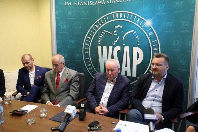 Rimantas Balciunas (z muchą) zapewniał, że Polski Fundusz Inwestycji nadal jest zainteresowany przejęciem WSAP-u. Na zdjęciu po prawej Rafał Taszycki, kanclerz uczelni.