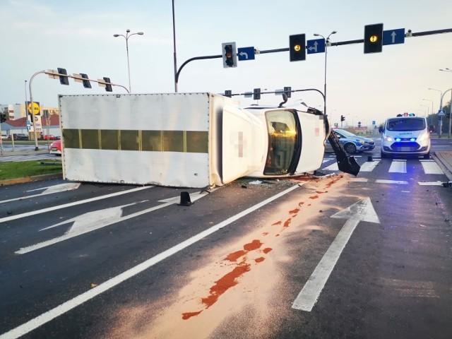 Wypadek w Lubinie, 2 osoby zostały ranne, sprawca był pijany
