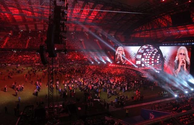 """W trakcie koncertu """"Muzyka Wolności"""" na trybunach, a zwłaszcza na płycie Stadionu Miejskiego w Poznaniu, było wiele pustych miejsc. Dlaczego?Przejdź do kolejnego zdjęcia --->"""