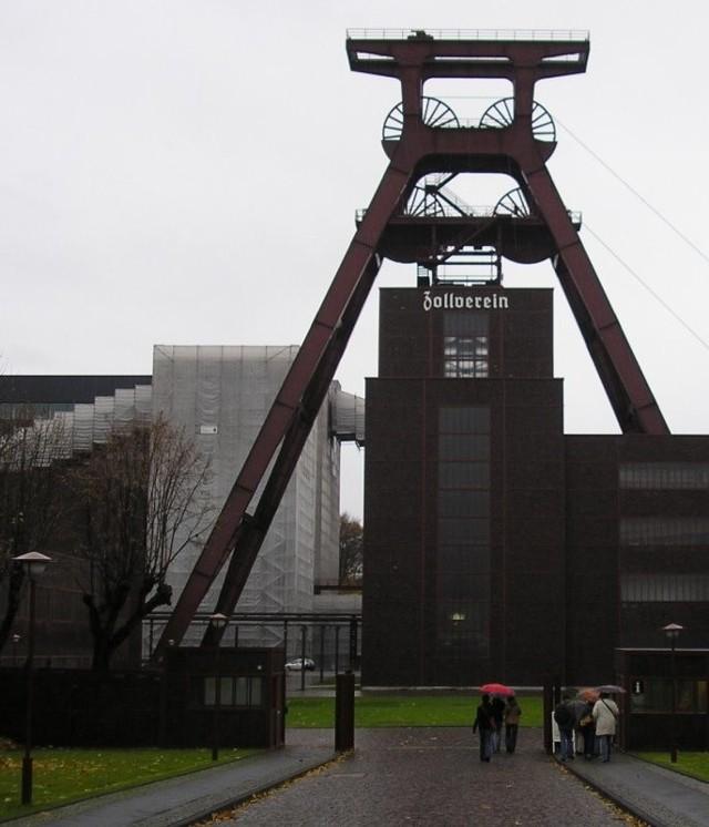 Po zamknięciu kopalni, budynki Zeche Zollverein w Essen zaadaptowano na centrum kultury i sztuki. To jedna z największych atrakcji turystycznych miasta.