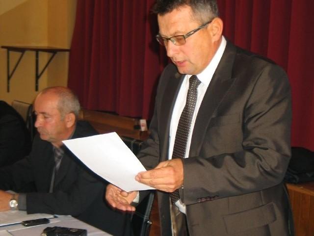 - Jak można bez wiedzy wójta i radnych wyciągać rękę nie po swoje – pytał retorycznie radnych wójt Grębowa Kazimierz Skóra.