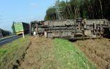 Wypadek pod Kobylanką. TIR w rowie