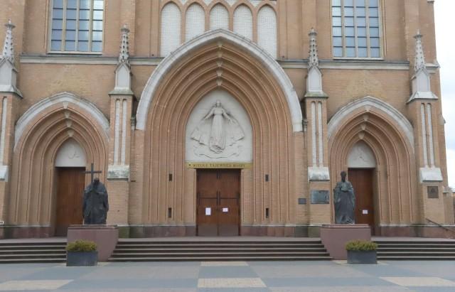 W radomskiej katedrze, podobnie jak w innych kościołach, zabrzmią kościelne dzwony.