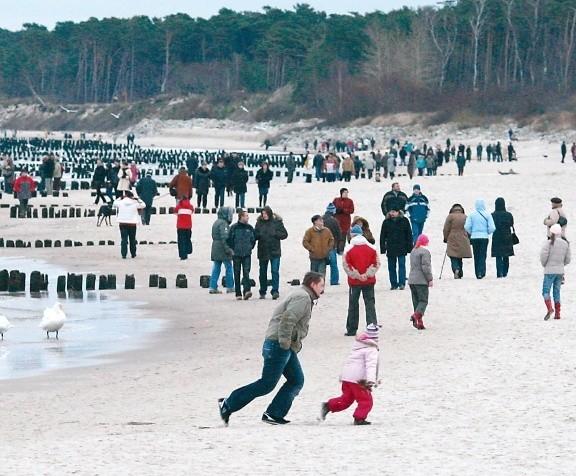 Wielu słupszczan zamiast świąt przy stole wybrało spacer nad morzem.