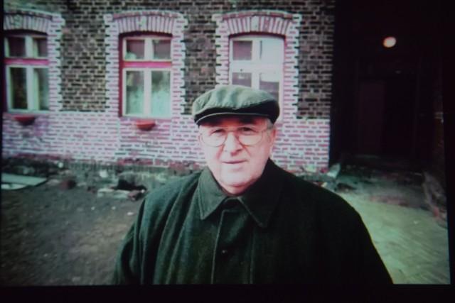 Kazimierz Kutz przed swoim familokiem