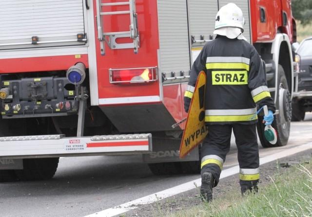 Na miejscu wypadku są cztery zastępy strażaków