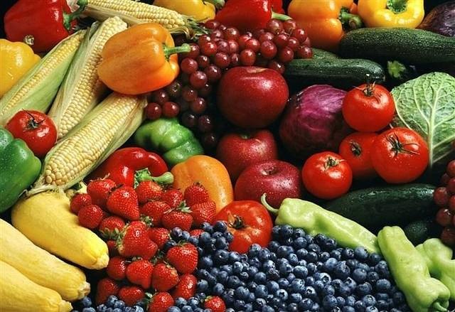 Mamy apetyt na owoce i warzywa Wysokie ceny w sklepach nie odstraszają klientów. Kupu-jemy jednak mniej