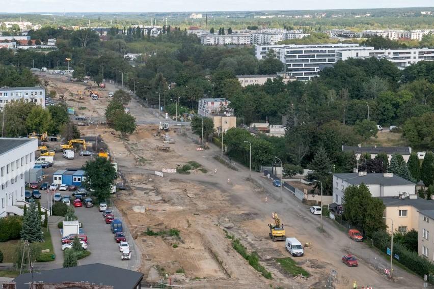 Trwa budowa trasy tramwajowej na Naramowice. Dopiero widok z góry oddaje w pełni zakres prowadzonych prac. Zobacz zdjęcia budowy zrobione z wieżowca na ul. Serbskiej --->