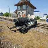 Samochód wjechał pod pociąg w Jeżewie. Rogatki były podniesione?