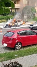 Na ulicy Ofiar Katynia w Rzeszowie spłonął samochód [ZDJĘCIA INTERNAUTÓW]