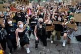 Ulicami Krakowa przeszedł marsz pamięci George'a Floyda. Tłumy demonstrantów [ZDJĘCIA]
