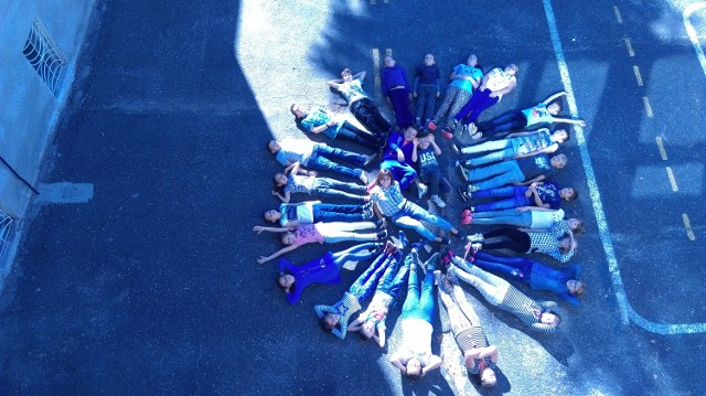 Słoneczko w wykonaniu uczniów i wychowawczyni klasy 4d SP1 w Sulechowie