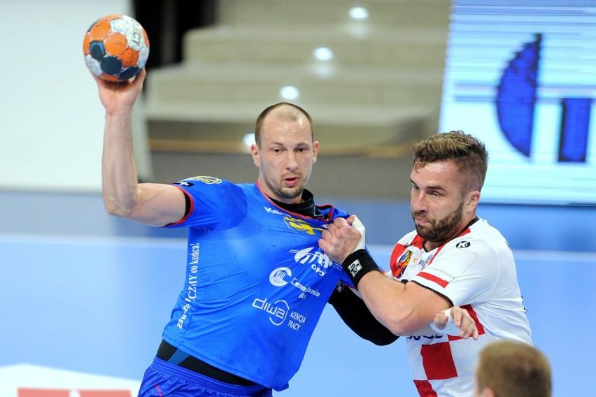 Kluczowy rozgrywający Gwardii Antoni Łangowski (z lewej) powrócił na boisko w ostatnim meczu z Azotami Puławy.