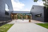 Kraków. Uroczyście otwarto basen przy ulicy Eisenberga. Od 26 sierpnia z obiektu będą mogli korzystać mieszkańcy [ZDJĘCIA]