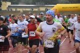 IV Rafako Półmaraton Racibórz: Kilkaset osób biegnie w strugach deszczu ZDJĘCIA