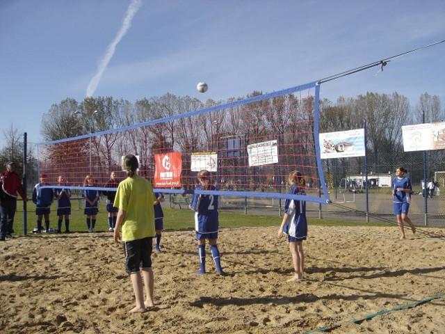 Jedną z konkurencji tegorocznej parafiady była siatkówka plażowa
