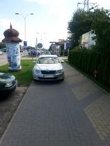 Skodą na chodniku i drodze rowerowej [Mistrzowie parkowania]