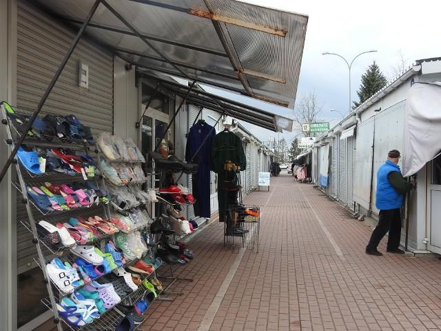 Bazar przy ulicy Kawaleryjskiej w Białymstoku. To tu Białorusini chętnie przyjeżdżają na zakupy, szczególnie w weekendy.