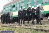 Zadyma na kolei. Do akcji wkraczają policjanci i SOK-iści (FILM, ZDJĘCIA)