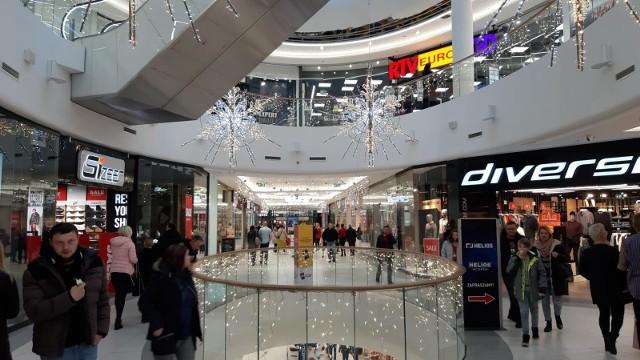 Solaris jest jedną z trzech galerii handlowych w Opolu. Jakie marki działają w galerii? W tekście publikujemy pełną ich listę wraz z numerami telefonów i godzinami otwarcia.